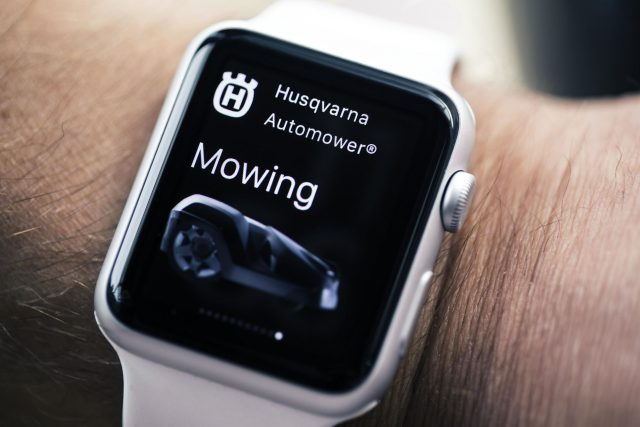 husqvarna-automower-apple-watch